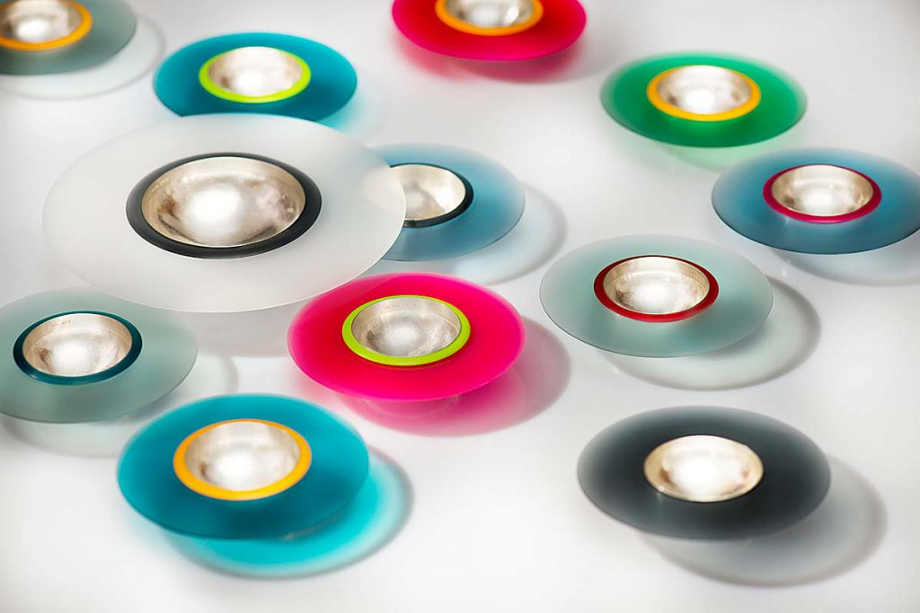 Schalen, 925/000 Silber handgetrieben, Plexiglaslinsen ø 110 - 325 mm